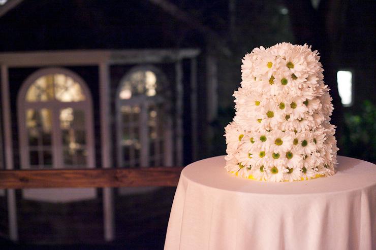 Photojournalistic Wedding Photography - Hamptons, wedding cake with daisies